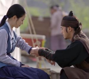 コ・ス/ユン・テウォン役
