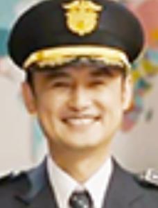 アン・サンウ/所長役