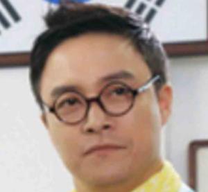 チェ・デチョル/イ・テギョン役