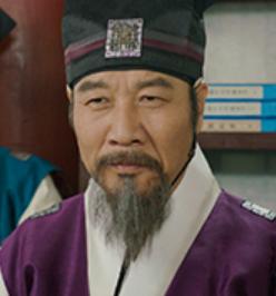 クォン・テウォン/チェ・マルリ役