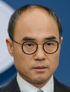 カン・シニル/キム・ナムジュン役