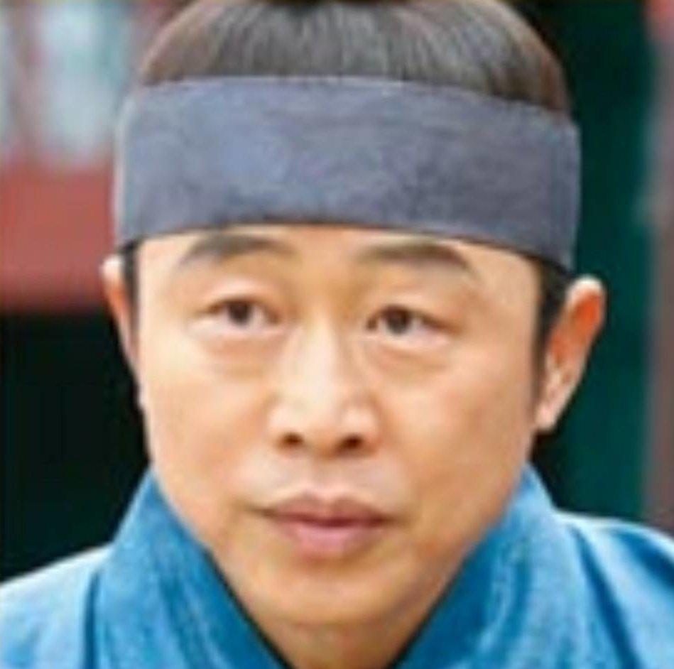 イ・ムンシク/パン・シヌ役