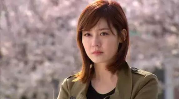 ソン・ユリ(高校生時代:キム・ソヒョン)/チョン・イヒョン(ユニ)