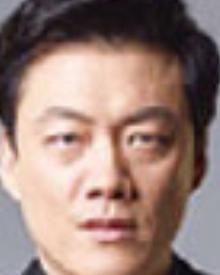 イ・ヒョンゴル/チャン課長役
