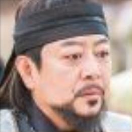 イ・ギヨン/ウン・ヨンベク役