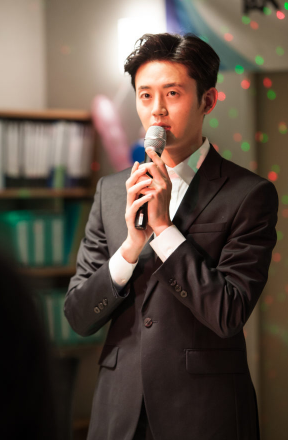 イ・ジフン/ファン・ジフン役
