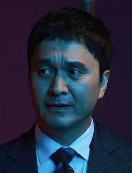 チャン・ヒョンソン/チョン・ウィシク役