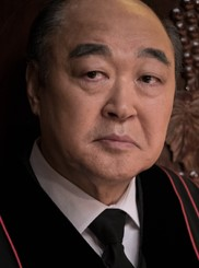 チャン・グァン/ワン牧師役